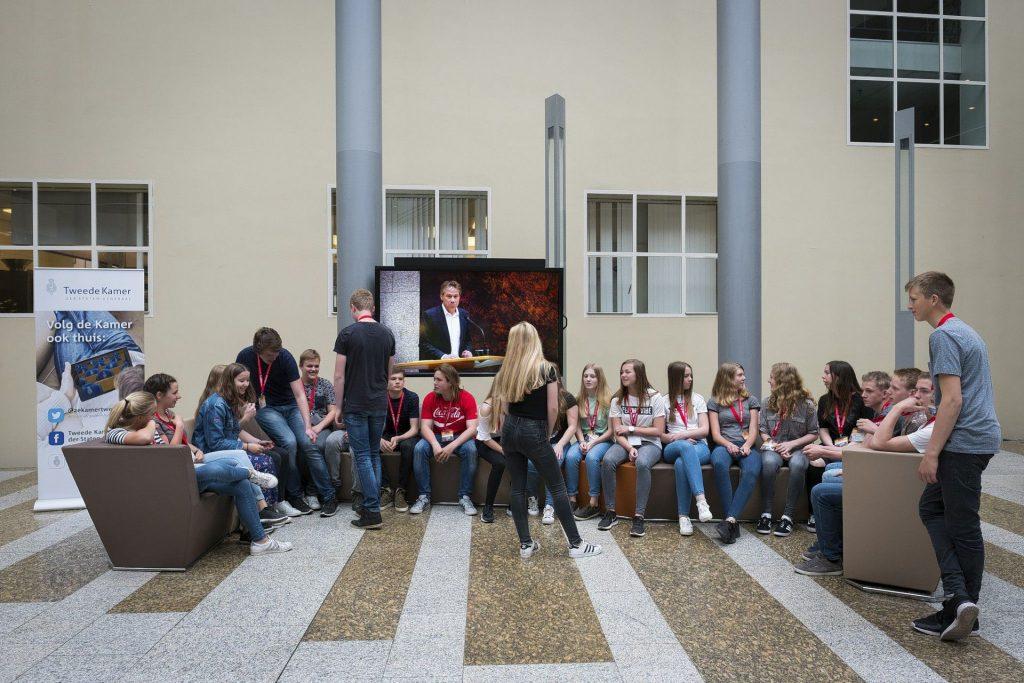 Leerlingen bezoeken het Binnenhof en Prodemos Huis van de Democratie