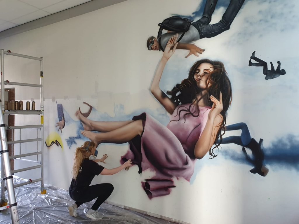 Schoolmuur Lichtenvoorde omgetoverd tot muurschildering